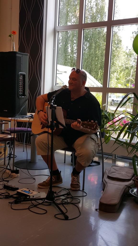 Det bjöds på en härlig blandning musik med allt från Gasoline till irländsk folkmusik.  Foto: Lotta Ottosson